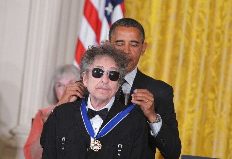 US President Barack Obama presents the Presidential Medal of Freedom to musician Bob Dylan during a ceremony on May 29, 2012 in the East Room of the White House in Washington. The award is the country's highest civilian honor. (MANDEL NGAN / AFP/Getty Images)