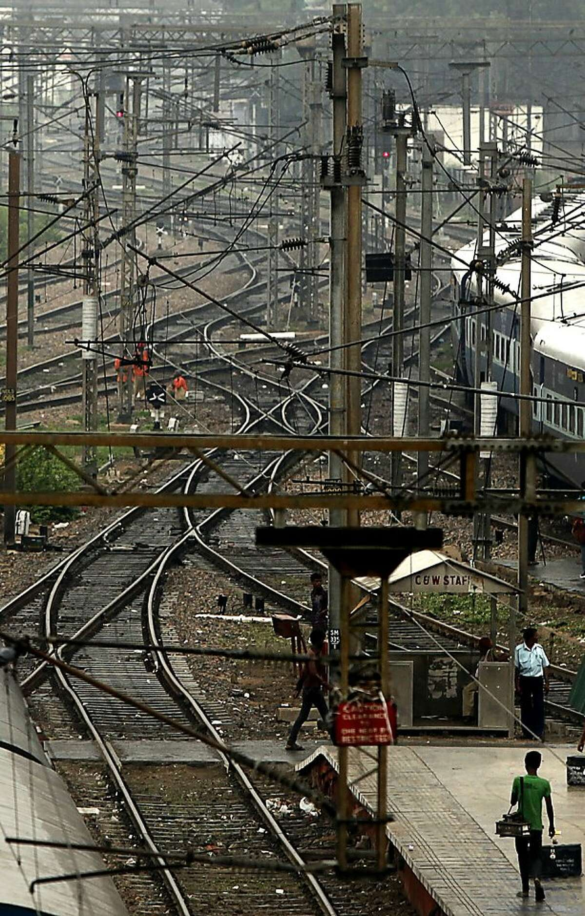 Empty railway tracks are seen following a power failure at New Delhi railway station, in New Delhi, India, Monday, July 30, 2012. The electricity grid across northern India failed Monday, leaving hundreds of millions of people without electricity in one of the worst power failures of the past decade, officials said. (AP Photo/Rajesh Kumar Singh)