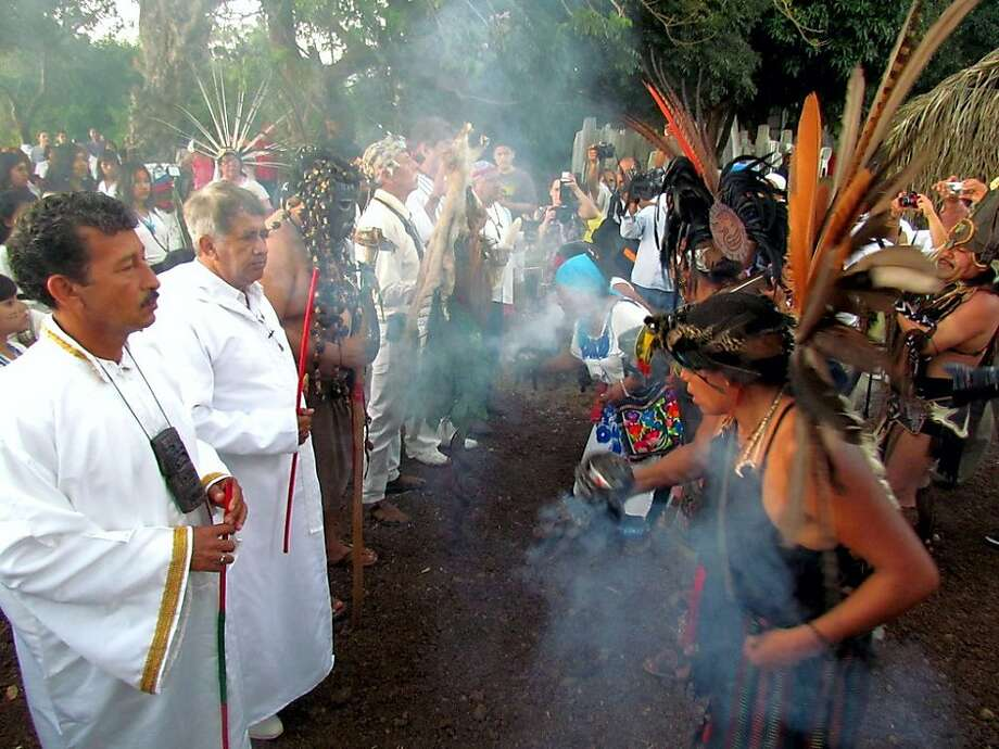 Hundreds of shamans, healers and fortune-tellers from all over Mexico convene on Noche de Brujas to perform a mass cleansing ceremony just outside of town on Cerro Mono Blanco. Photo: Sectur Veracruz