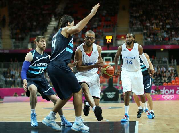 Tony Parker #9 of France drives the ball to the basket in the Men's Basketball Preliminary Round match between France and Argentina on Day 4 of the London 2012 Olympic Games at Basketball Arena on July 31, 2012 in London, England. (Christian Petersen / Getty Images)