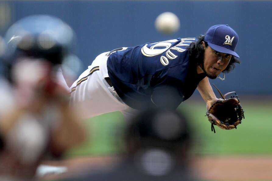 Brewers 10, Astros 1 Yovani Gallardo of the Milwaukee Brewers pitches