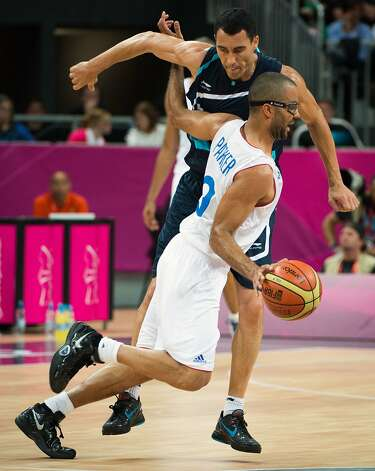 France's Tony Parker drives around Argentina's Pablo Prigioni during a men's preliminary round basketball game at the 2012 London Olympics on Tuesday, July 31, 2012. (Smiley N. Pool / Houston Chronicle)