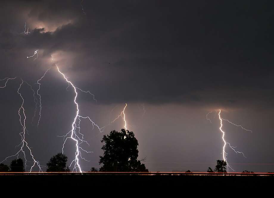 Flash photography:Multiple bolts of lightning streak to the 