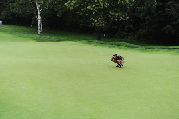 Jeffrey Hatten lines up a putt on the eighteenth as he works toward a tie for fourth during the 78th Connecticut Open Championship at Wee Burn Country Club in Darien, Conn., August 1, 2012. Photo: Keelin Daly / Stamford Advocate