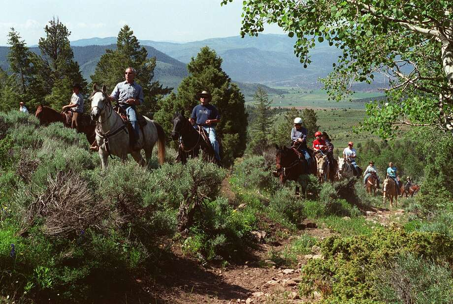 KRT TRAVEL STORY SLUGGED: UST-ROCKIES-RANCH KRT PHOTO BY FRED TASKER/MIAMI HERALD (SOUTH FLORIDA SUN-SENTINEL OUT) (July 28) Guests of a dude ranch ride the range in the Rocky Mountains in Colorado. (gsb) 2003 Photo: FRED TASKER / MIAMI HERALD