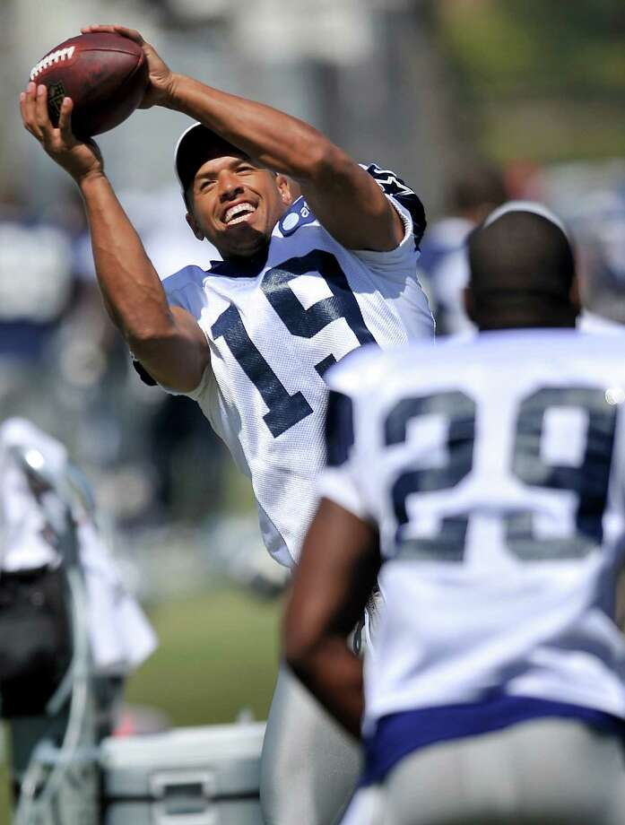 Dallas Cowboys wide receiver Miles Austin (19) andrunning back DeMarco Murray (29) play catch before of the afternoon session of NFL football training camp, Wednesday, Aug. 1, 2012, in Oxnard, Calif. (AP Photo/Gus Ruelas) Photo: Gus Ruelas, Associated Press / FR157633 AP