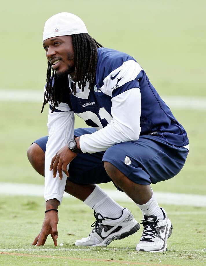 Cornerback Mike Jenkins is expected to play in Seattle after surgery on his right shoulder sidelined him throughout the offseason. Photo: Edward A. Ornelas, San Antonio Express-News / © 2012 San Antonio Express-News