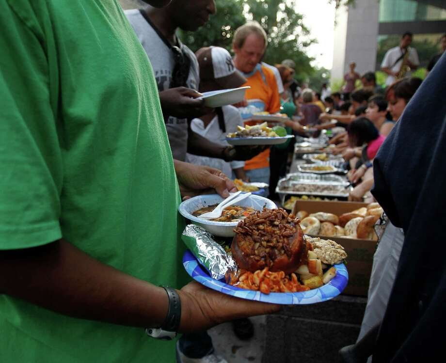 Despite the ordinance, many charity groups, like Food Not Bombs, continue to feed the homeless. Photo: Karen Warren / 2012  Houston Chronicle