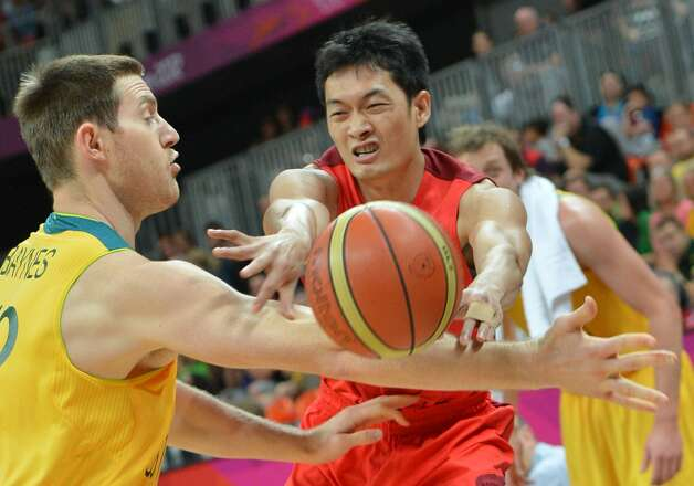 Australian centre Aron Baynes (L) vies with Chinese guard Chen Jianghua during the men's preliminary round Groupe B basketball match Australia vs China of the London 2012 Olympic Games  on August 2, 2012 at the basketball arena in London. (MARK RALSTON / AFP/Getty Images)