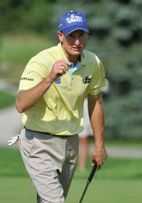 Jim Furyk celebrates one of the birdies that helped him shoot a 7-under 63 on Thursday in the first round of the Bridgestone Invitational. Photo: PHIL LONG / FR53611 AP