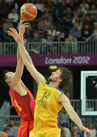 Australian forward Matt Nielsen (R) vies with Chinese centre Yi Jianlian during the men's preliminary round Groupe B basketball match Australia vs China of the London 2012 Olympic Games  on August 2, 2012 at the basketball arena in London. (MARK RALSTON / AFP/Getty Images)