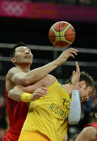 Australian forward David Andersen vies with Chinese centre Yi Jianlian during the men's preliminary round Groupe B basketball match Australia vs China of the London 2012 Olympic Games  on August 2, 2012 at the basketball arena in London. (TIMOTHY A. CLARY / AFP/Getty Images)