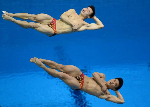 Chinese synchronized divers Qin Kai (left) and Luo Yutong (Christophe Simon / Getty Images)