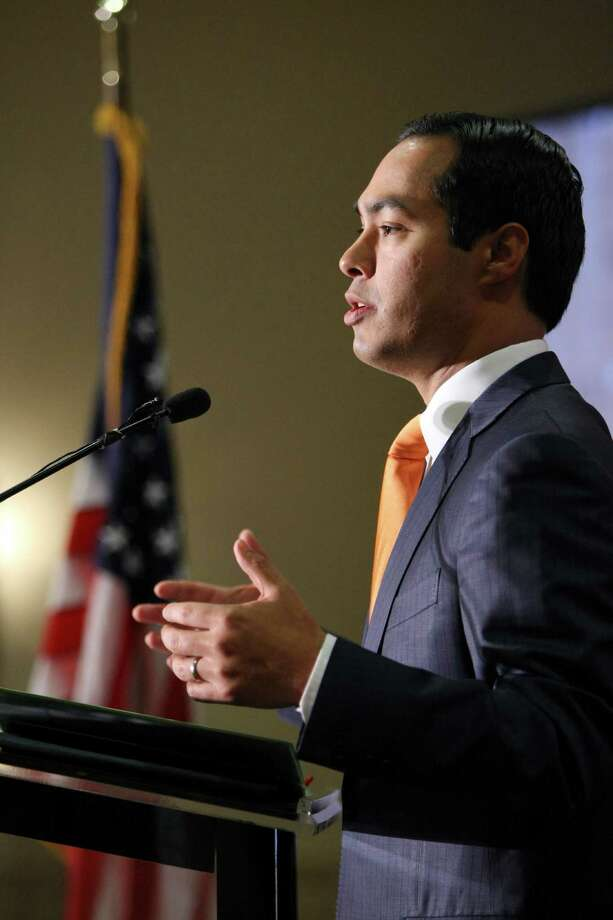 A reader says that proponents of the Pre K program, including its architect Mayor Julian Castro, disparaged parents by arguing that they were not equipped to teach and nurture their own children. Photo: Helen L. Montoya, San Antonio Express-News / SAN ANTONIO EXPRESS-NEWS