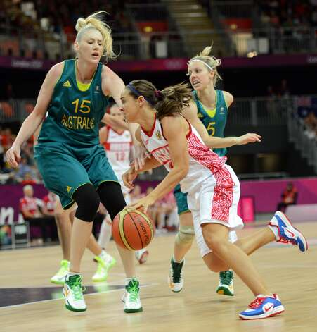 Australian centre Lauren Jackson (L) vies with Russian guard Becky Hammon during the women's preliminary round group A basketball match of the London 2012 Olympic Games Russia vs. Australia on August 3, 2012 at the basketball arena in London. AFP PHOTO / TIMOTHY A. CLARYTIMOTHY A. CLARY/AFP/GettyImages (TIMOTHY A. CLARY / AFP/Getty Images)