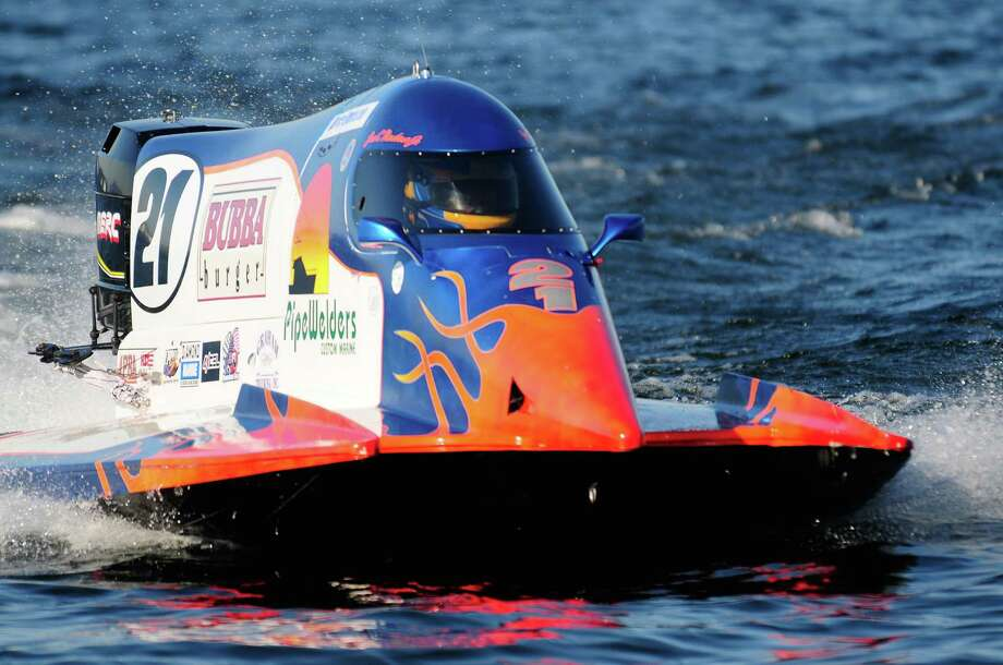 Jose Mendana Jr. drives his F1-PROP boat back into the pits after a qualifying heat. Photo: LINDSEY WASSON / SEATTLEPI.COM