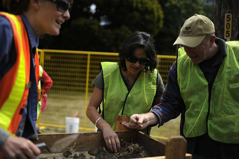 Archaeologist Kari Jones (left) works with volunteers Stormi Dykes and John Tillotson, sifting through dirt. Photo: Yue Wu, The Chronicle
