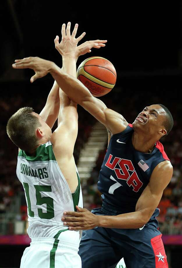 Russell Westbrook #7 of United States looses the ball as he drives against Paulius Jankunas #15 of Lithuania during the Men's Basketball Preliminary Round match at the Basketball Arena. Photo: Christian Petersen, Getty Images / 2012 Getty Images