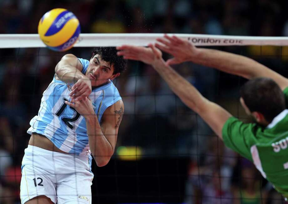 Federico Pereyra #12 of Argentina spikes the ball in the first set against Bulgaria during Men's Volleyball at Earls Court. Photo: Elsa, Getty Images / 2012 Getty Images