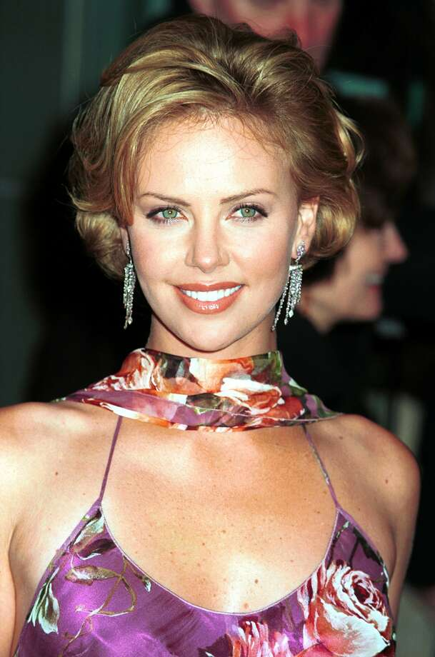 "Theron also discovered a sleeker, less-accessorized look. This is Theron in 2000, at the premiere of ""The Legend of Bagger Vance."""