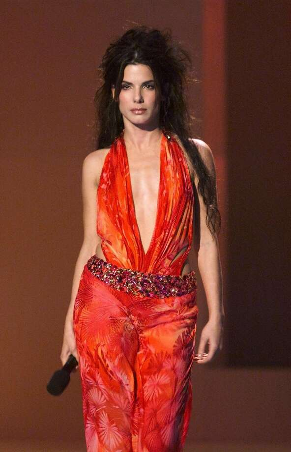 "Before Sandra Bullock won an Oscar for ""The Blind Side,"" she was driving the bus in ""Speed"" and wearing this thing at a 1999 VH1/Vogue event.  (AFP/Getty Images)"