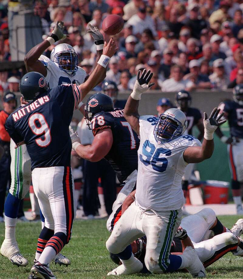 Cortez Kennedy pressures Chicago quarterback Shane 