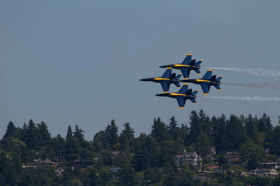 The Blue Angels fly over Lake Washington. Photo: Sofia Jaramillo / SEATTLEPI.COM