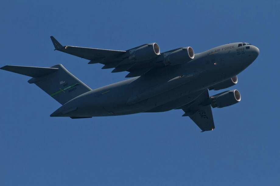 A U.S. Air Force C-17 Globemaster flies over Lake Washington. Photo: Sofia Jaramillo / SEATTLEPI.COM