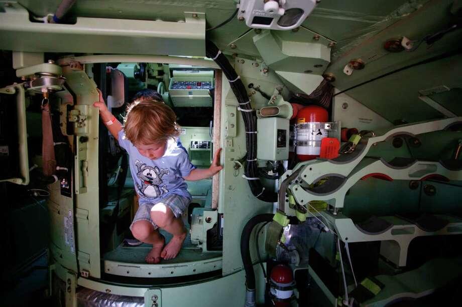 Anton Urnyshev, 4, explores a U.S. Army tank. Photo: Sofia Jaramillo / SEATTLEPI.COM