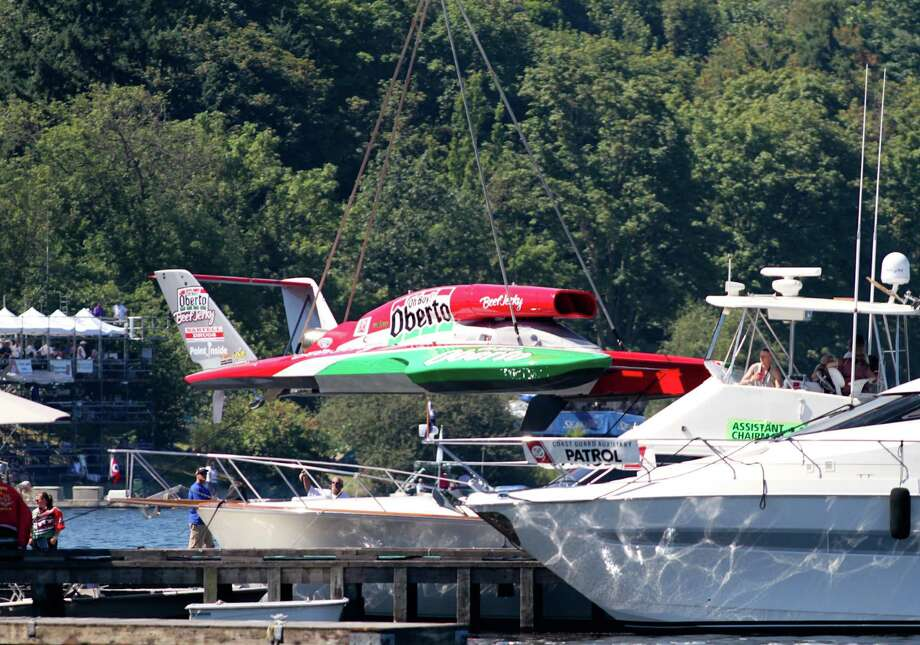 The Oberto H1 Unlimited is lowered into the water. Photo: Sofia Jaramillo / SEATTLEPI.COM