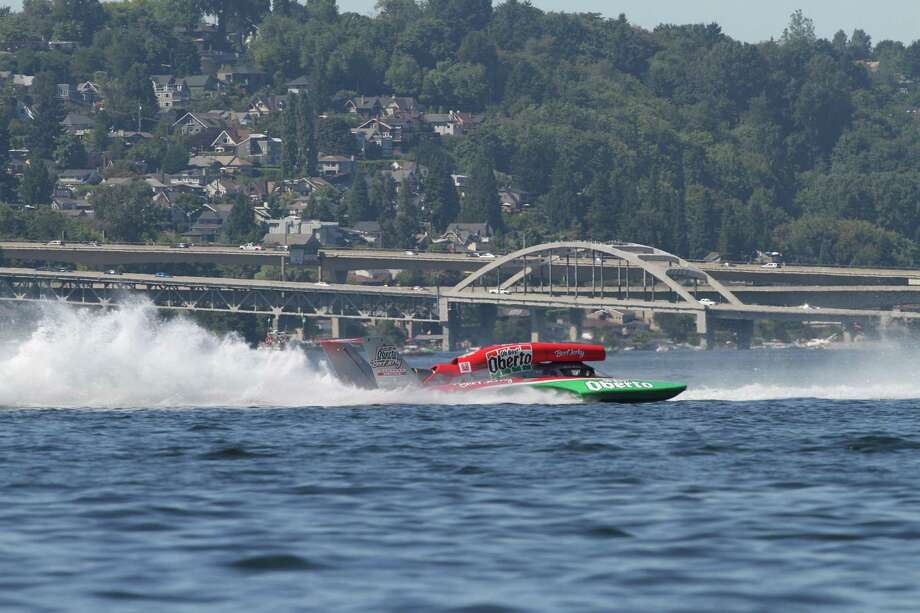 The Oberto H1 races on Lake Washington. Photo: Sofia Jaramillo / SEATTLEPI.COM