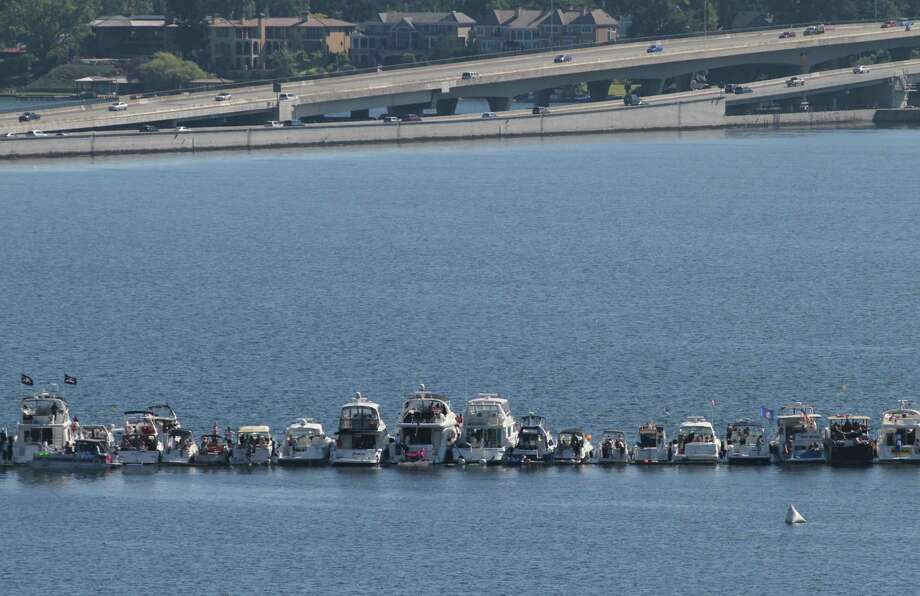 Boats line up to watch the Seafair airshow. Photo: Sofia Jaramillo / SEATTLEPI.COM