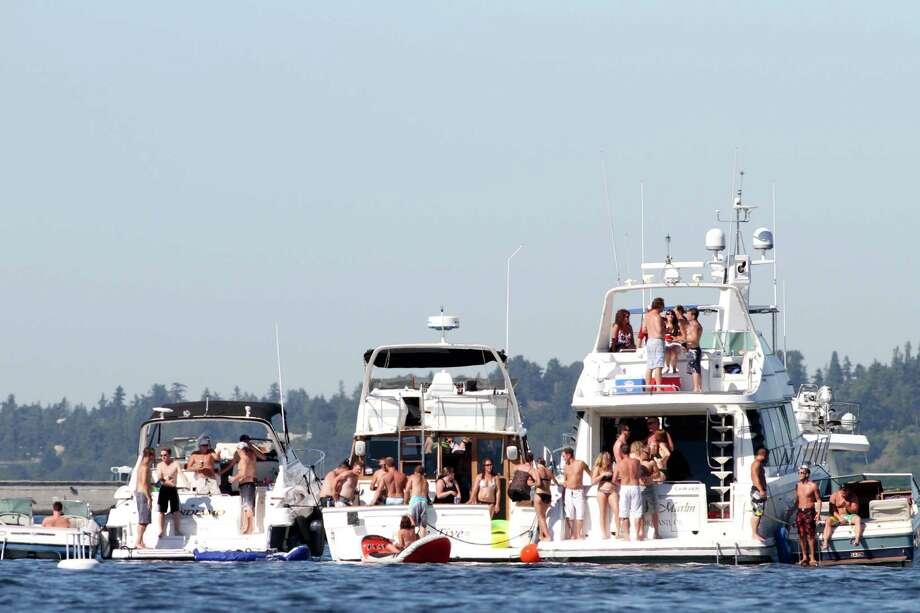 Many people gather on boats on Lake Washington. Photo: Sofia Jaramillo / SEATTLEPI.COM