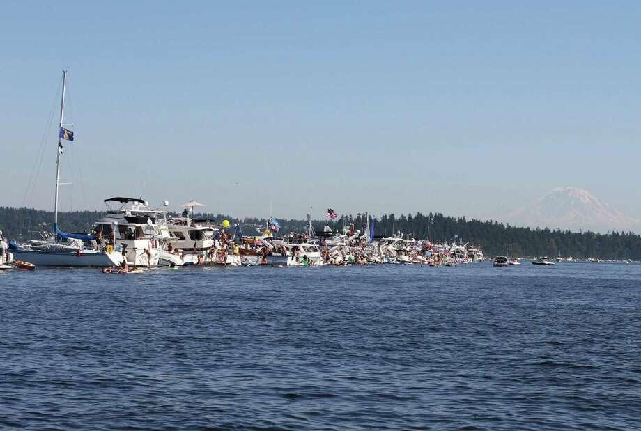 A line of boats is shown on Lake Washington. Photo: Sofia Jaramillo / SEATTLEPI.COM