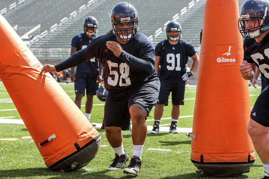 Sophomore defensive tackle Ferrington Macon (center) from Corpus Christi works his way through dummies during the first day of fall practice for the UTSA Roadrunners at Dub Farris Stadium on Aug. 5, 2012.  MARVIN PFEIFFER/ mpfeiffer@express-news.net Photo: MARVIN PFEIFFER, Marvin Pfeiffer/ Express-News / Express-News 2012