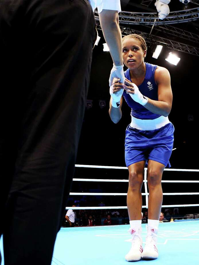 Natasha Jonas of Great Britain thanks the referee after her victory over Quanitta Underwood of United States during the Women's Light (57-60kg) Boxing. Photo: Scott Heavey, Getty Images / 2012 Getty Images