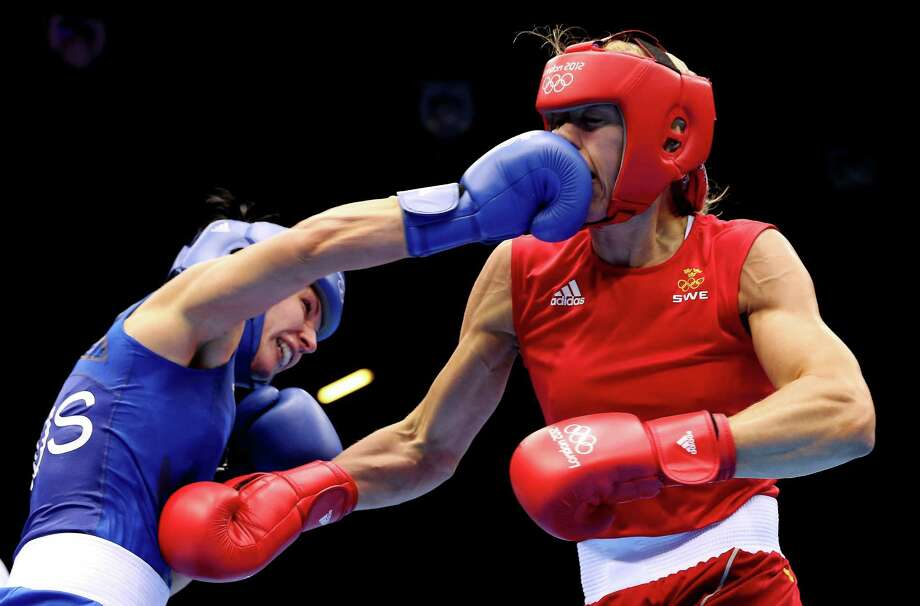 Anna Laurell of Sweden (R) in action with Naomi-Lee Fischer-Rasmussen of Australia during the Women's Middle (69-75kg) Boxing. Photo: Scott Heavey, Getty Images / 2012 Getty Images