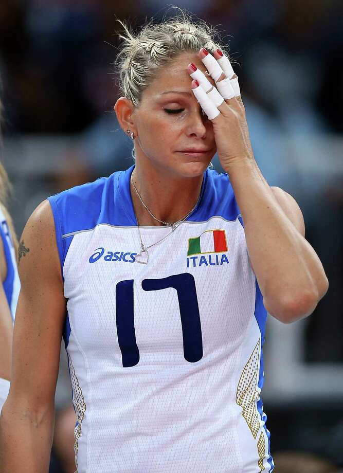 Simona Gioli #17 of Italy wipes sweat from her face in the fifth set against Russia during Women's Volleyball at Earls Court in London. Photo: Elsa, Getty Images / 2012 Getty Images