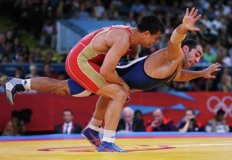 Roman Vlasov of Russia (L) competes against Arsen Julfalakyan of Armenia during their Men's Greco-Roman 74 kg Wrestling Gold Medal bout. Photo: Scott Heavey, Getty Images / 2012 Getty Images