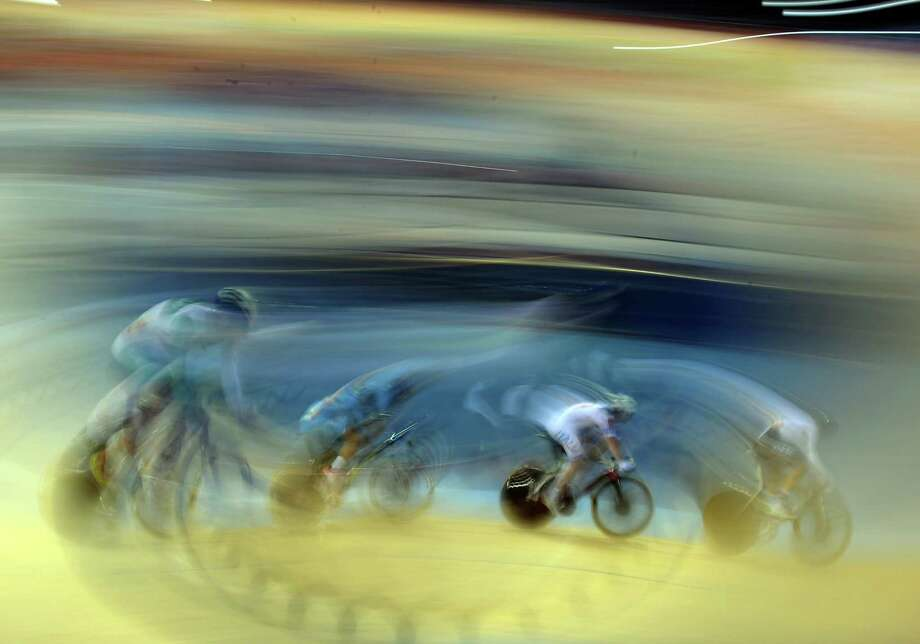 Elia Viviani #28 of Italy chases Roger Kluge #25 of Germany during the Men's Omnium Track Cycling 15km Scratch Race at the Velodrome in London. Photo: Harry How, Getty Images / 2012 Getty Images
