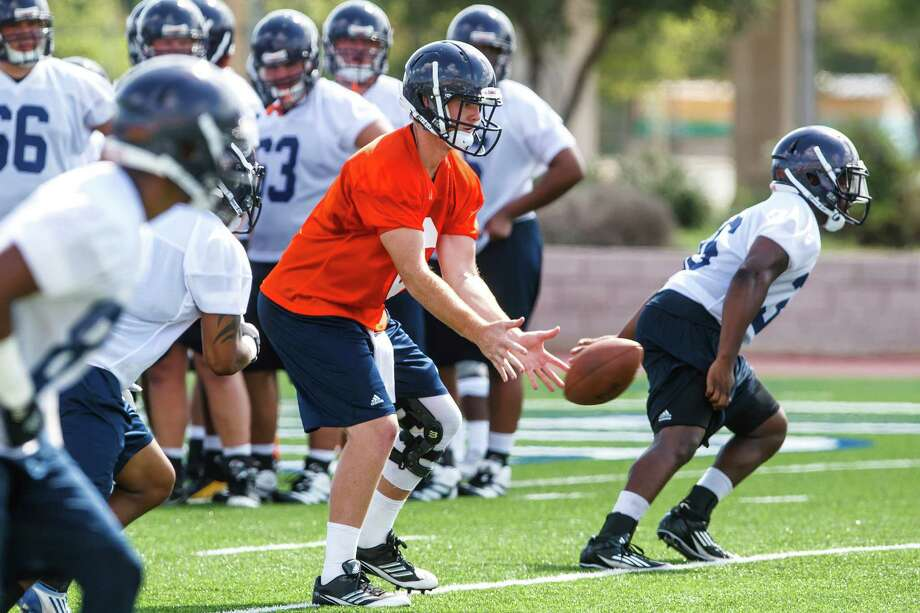Quarterback Tucker Carter (center) takes a snap during the first day of fall practice for the UTSA Roadrunners at Dub Farris Stadium on Aug. 5, 2012.  MARVIN PFEIFFER/ mpfeiffer@express-news.net Photo: MARVIN PFEIFFER, Express-News / Express-News 2012