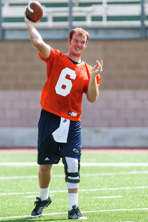 UTSA quarterback Tucker Carter, a transfer from Trinity Valley Community College, loosens up during the first day of fall practice for the UTSA Roadrunners at Dub Farris Stadium on Aug. 5, 2012.  MARVIN PFEIFFER/ mpfeiffer@express-news.net Photo: MARVIN PFEIFFER, Express-News / Express-News 2012