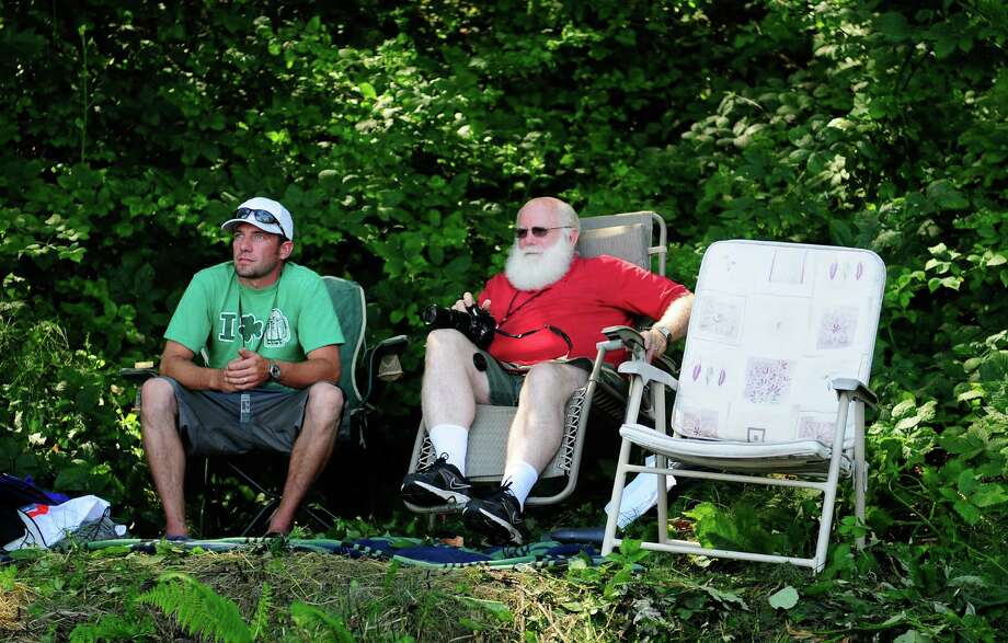 Clark Clark and Larry Butler watch the festivities from a shady hill near Lake Washington. Photo: LNIDSEY WASSON / SEATTLEPI.COM