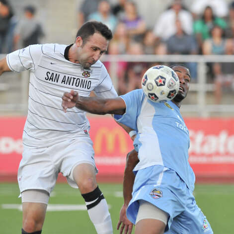 San Antonio Scoprion Ryan Cochrane battle Puerto Rio's Hector Ramos during first half action at Heroes Stadium Sunday night. Photo: Express-News
