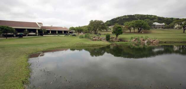 A lack of water scorched lawns and the golf course at The Resort at Tapatio Springs, but water appears to be on the way. Photo: BOB OWEN, San Antonio Express-News / rowen@express-news.net