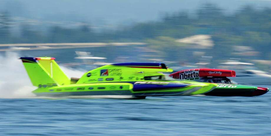 Steve David, right, in the Oh Boy! Oberto hydroplane, edges past JW Meyers in the Peters&Mary during Heat 2A. Photo: LINDSEY WASSON / SEATTLEPI.COM
