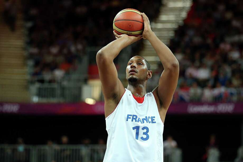 LONDON, ENGLAND - AUGUST 06:  Boris Diaw #13 of France attempts a free throw in the first quarter against Nigeria during the Men's Basketball Preliminary Round match on Day 10 of the London 2012 Olympic Games at the Basketball Arena on August 6, 2012  in London, England. Photo: Christian Petersen, Getty Images / 2012 Getty Images