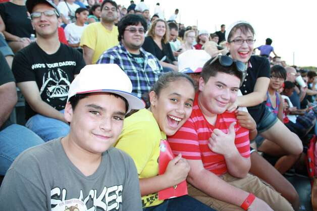 Soccer fans gathered during Sundays game of the San Antonio Scorpions vs. Puerto Rico Islanders. Photo: Yvonne Zamora / SA Photo: Yvonne Zamora