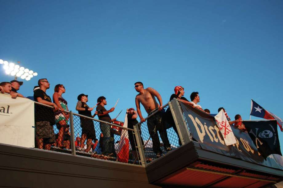 Soccer fans gathered during Sundays game of the San Antonio Scorpions vs. Puerto Rico Islanders. Photo: Yvonne Zamora / SA Photo: Yvonne Zamora