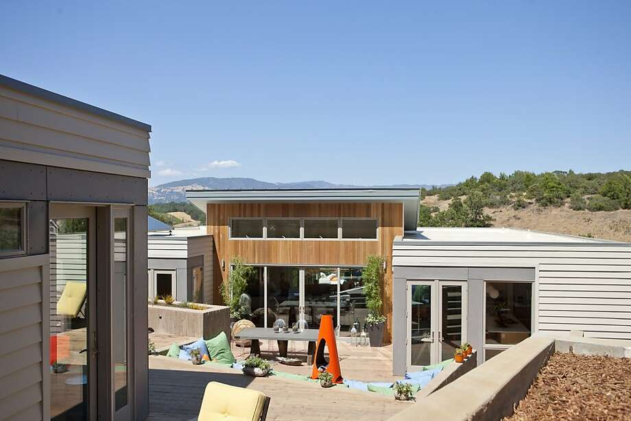 Sunset magazine's 2012 Idea House in Healdsburg includes a backyard with a water feature. Photo: E. Spencer Toy, Sunset Magazine